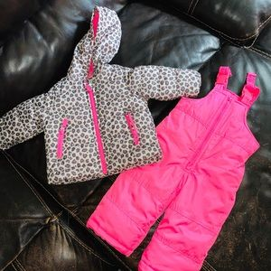 ‼️NWOT Carters coat and snow bibs‼️